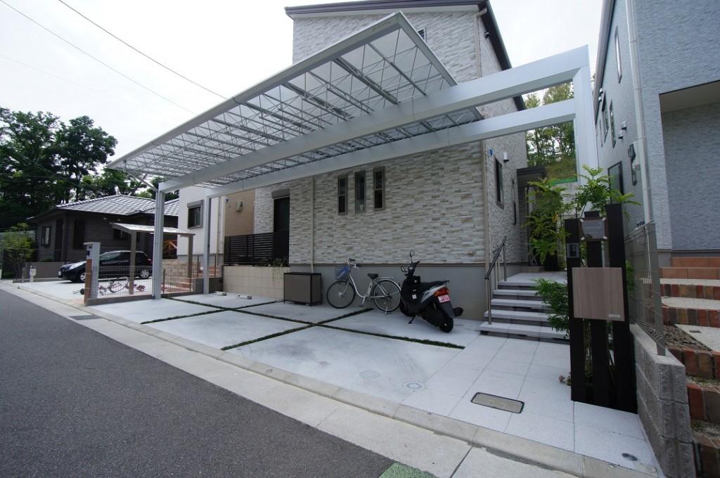 大阪府茨木市 先進的な大開口カーポート