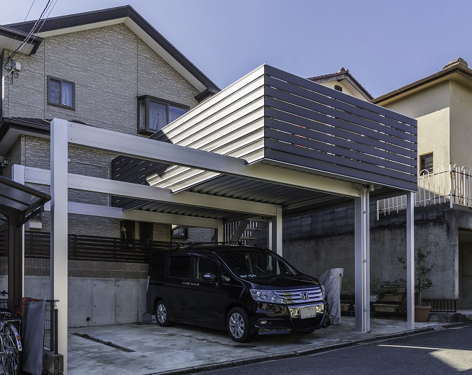 京都府亀岡市 駐車場上のスペースを活用